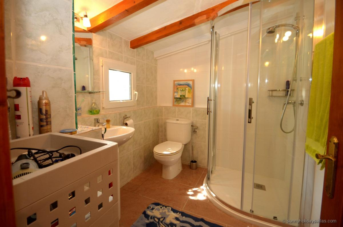 Showerbath next to the kitchen