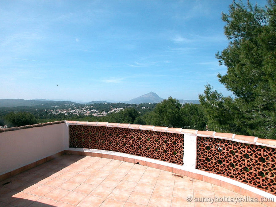 Roof terrace with view over the rolling hills and the Montgo massif